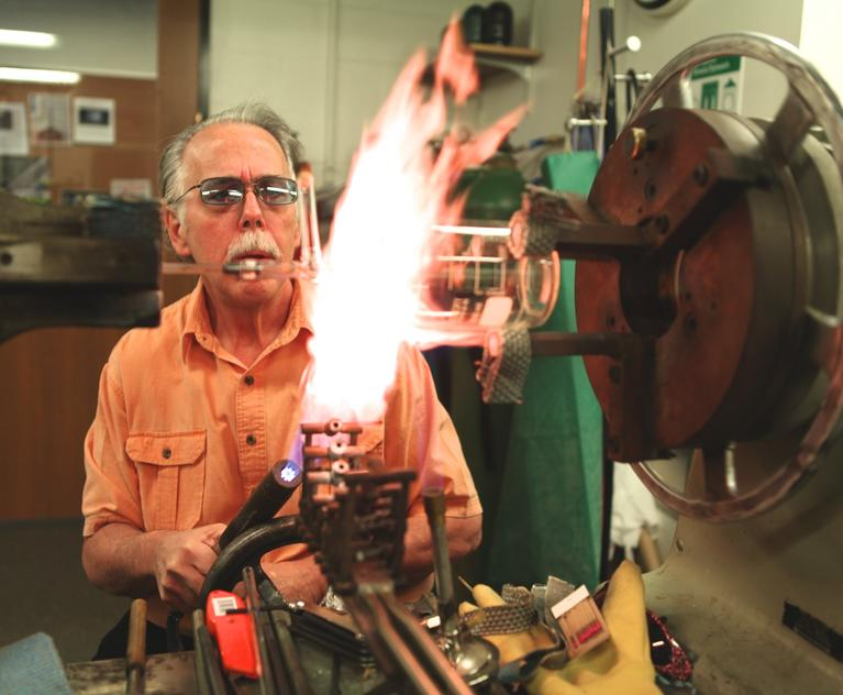 Glassblower Souza: the search for alien life and secrets of dark matter